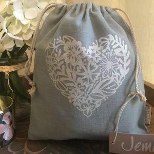 floral-heart-grey-sage-450x500